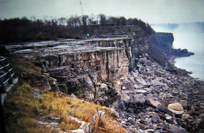 Stunning Photos of Niagara Falls Without Water
