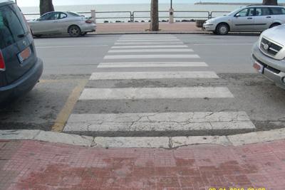 Risultati immagini per barriere architettoniche sui marciapiedi