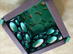 paper quilled retro circles candle holder tutorial - Little Circles