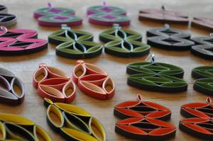 Mod style paper quilling earrings tutorial - Little Circles