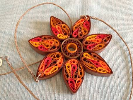 Make a gorgeous sunflower quilled pendant - by Little Circles