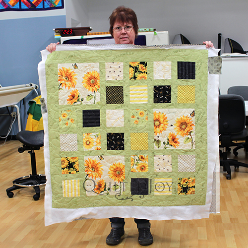 Michelle's sunflower themed quilt, quilted at Quilted Joy