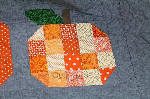 Pumpkins Quilt with Terry's Twist Quilting Design