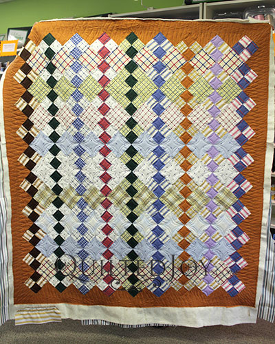 Quilt with Four Patch Blocks on Point and Continuous Curves Quilting