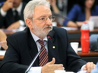 https://i1.wp.com/www.quimicosunificados.com.br/arquivos/2011/05/WEB-Ivan-Valente-1-337x252.jpg