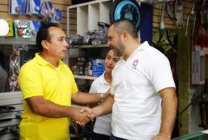 #IsaacJanix conoce problemática de vendedores de El ParíanIsaac Janix conoce problemática de vendedores de #ElParían