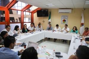 Se reúnen legisladores con titular de SEFIPLAN