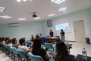 Presentan examen alumnos de maestría de la Escuela Superior de Leyes