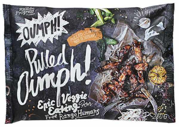 Tiras deshilachadas Oumph 280 gramos. Preparado vegetal a base de soja, a la parrilla en salsa barbacoa. Es el producto ideal para sustituir las típicas hamburguesas de cerdo o pollo, pero evitando cualquier tipo de sufrimiento animal.
