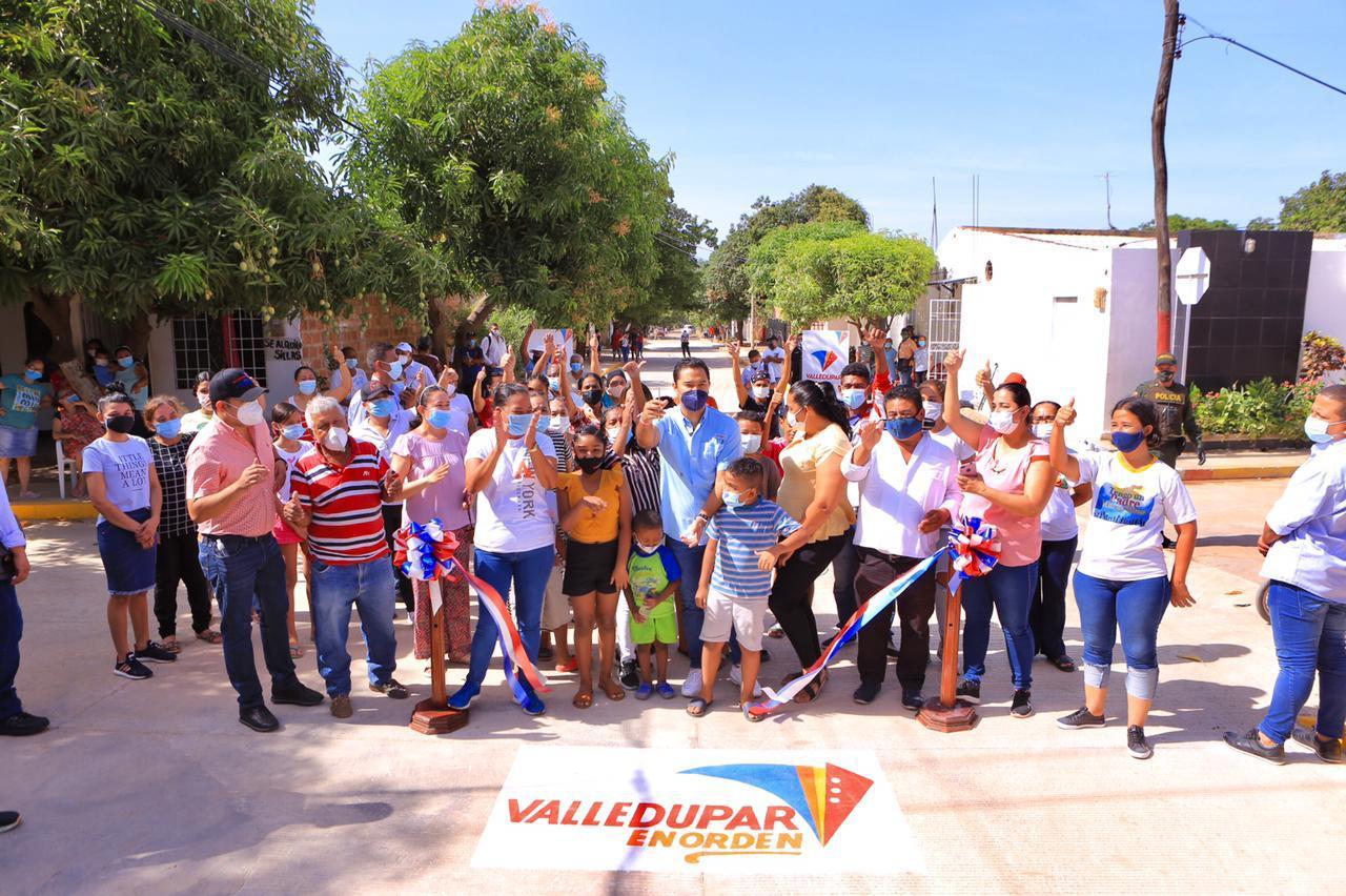 Alcalde Mello Castro entregó obras de pavimentación en el barrio Bella Vista