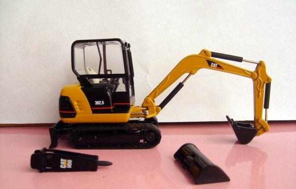 Excavators with bucket/Breaker