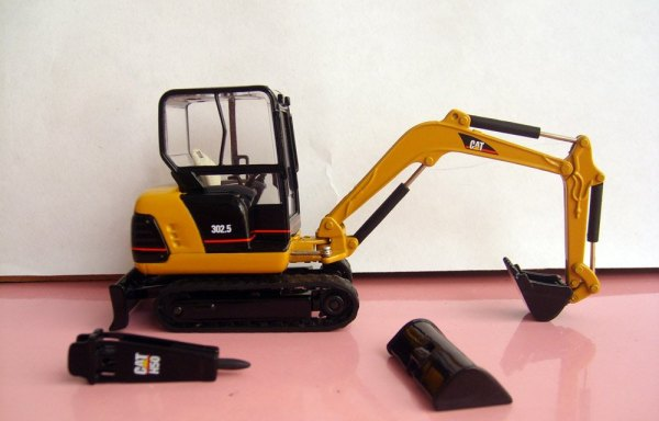 Excavators with bucket/Breaker
