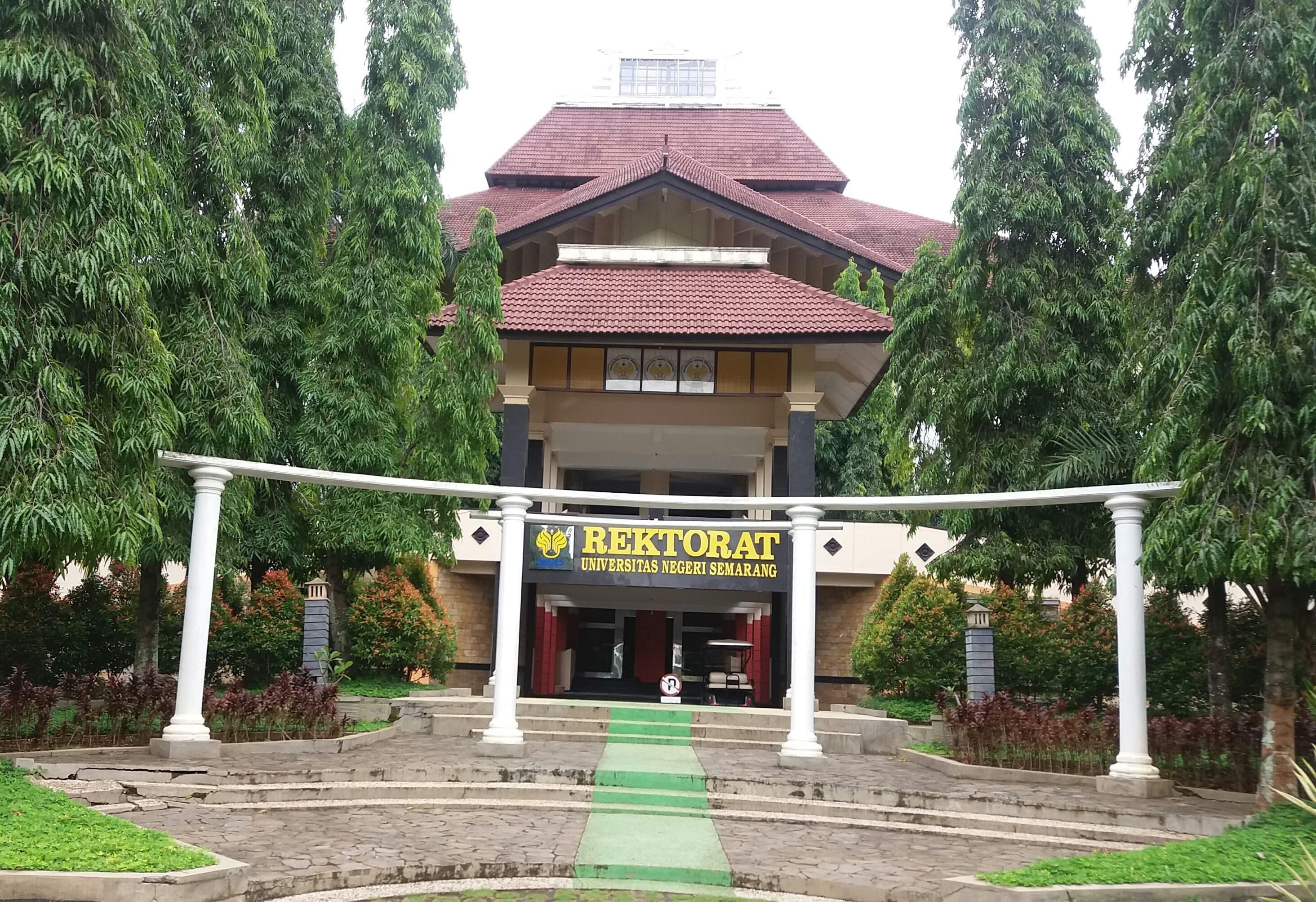 Dengan demikian mulai tahun 2000, jurusan matematika memiliki 3 (tiga) prodi. Sebelum Kuliah Di Universitas Negeri Semarang Kamu Harus Kenali Dulu Program Studinya
