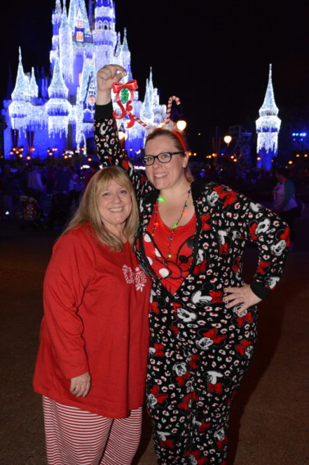 Mom and daughter hugging under mistletoe magic shots Disney World