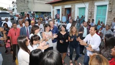Photo of Video: la embajadora de EEUU bailando salsa y son en las calles de Santiago