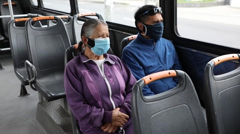 Municipio brinda servicio complementario de transporte para vacunación