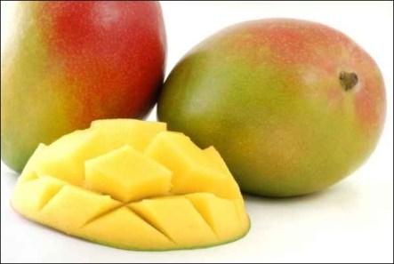 Fruit charnu, sa chair est jaune foncé, onctueuse et sucrée, avec un goût de pêche et de fleur.