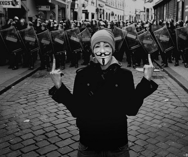 Cosplay-Mask-V-For-Vendetta-Mask-Anonymous-Movie-Guy-Fawkes-Halloween-Masquerade-Party-Face-March-Protest