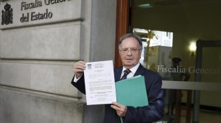 secretario-general-manos-limpias-miguel-bernard-las-puertas-fiscalia-con-querella-contra-mas-las-manos-