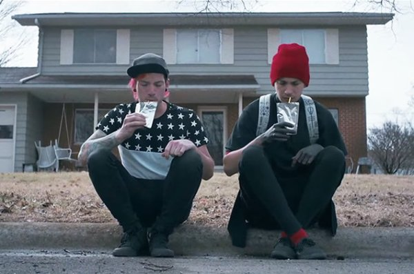 twenty-one-pilots-Stressed-Out-video-2015