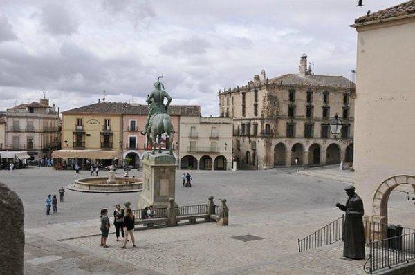 plaza-mayor-de-trujillo