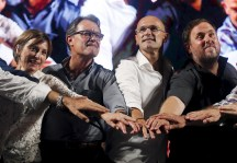 """Candidates Forcadell, Catalonia's President Mas, Romeva and Junqueras put their hands together during a rally presenting the candidates of coalition of Catalan Pro-independence parties and civil societies """"Junts pel si"""" in Barcelona"""