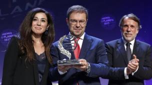 premio planeta javier sierra trofeo