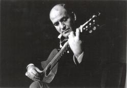 José_Luis_González_tocando
