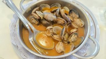 receta-de-almejas-a-la-marinera-655x368