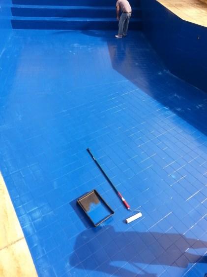 pintura-piscina-azul-