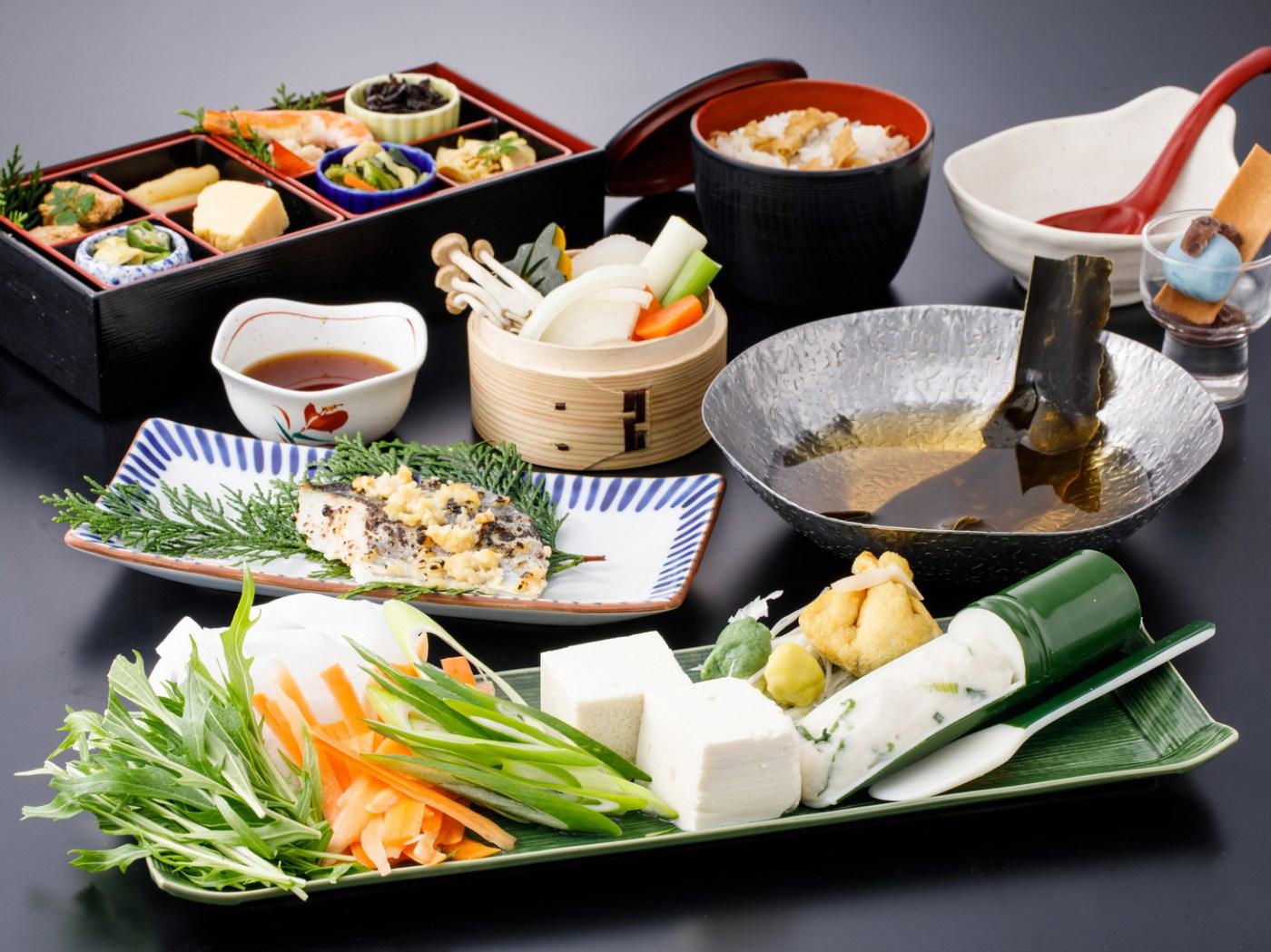 嵐山湯豆腐と京野菜のつみれ鍋膳「愛宕」