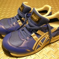 足底腱膜炎と安全靴。