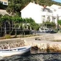 Island Rab apartment by the sea • DRAGA V
