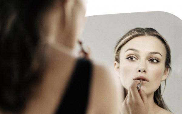 Кира Найтли у зеркала обои для рабочего стола, картинки и ...