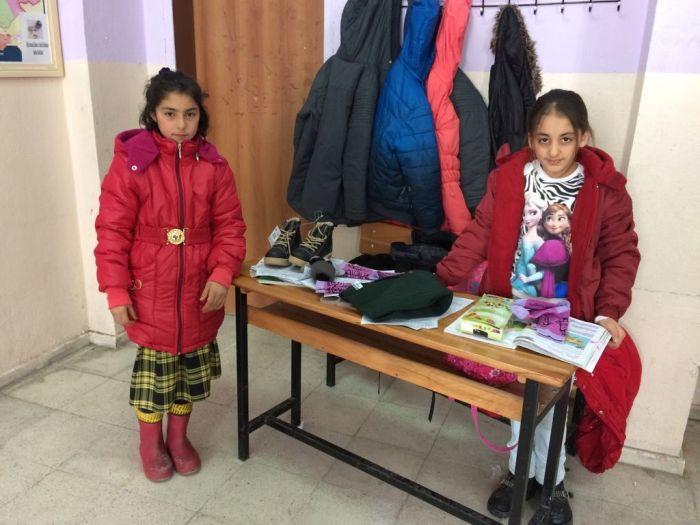 Ağrı Eleşkirt İkizgeçe köyü ilkokuluna Mont Yardımı (3)