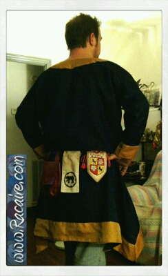 2015-02_Racaire_12th-century-male-overtunic_Conrad_finished_2