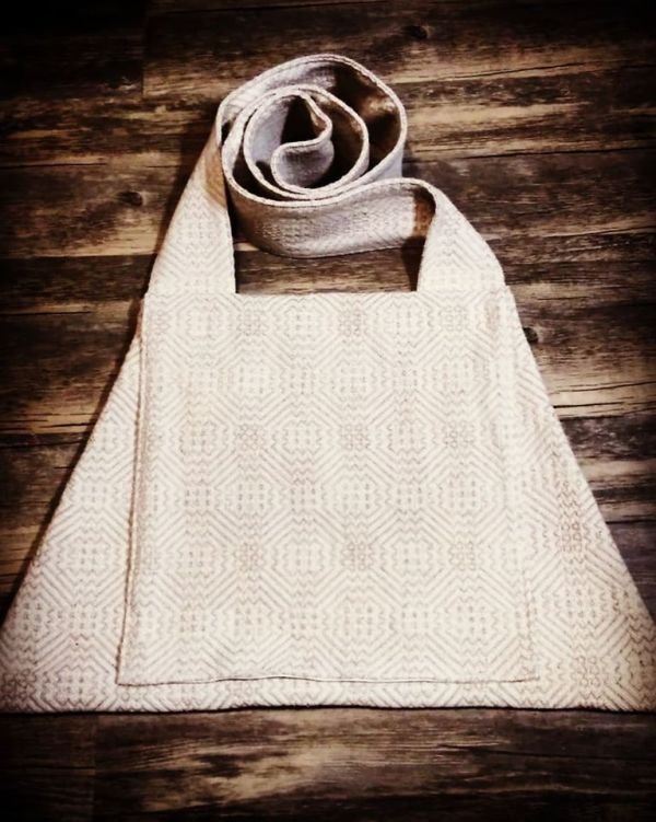 14th century trapezoidal bag made from lovely cotton fabric with a two colored weave, completely lined with off white fabric. All seams were reinforced. Bag is machine washable!