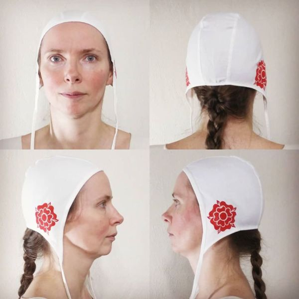Small cotton coif/arming cap made from lovely white cotton fabric, handprinted in red with a handcut medieval inspired rose stamp. Machine washable!
