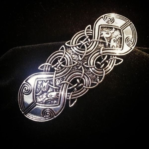 Beautiful metal hair clip with celtic knot in antique silver color. Has a good weight and a lovely shine - pretty jewelry for your hair!