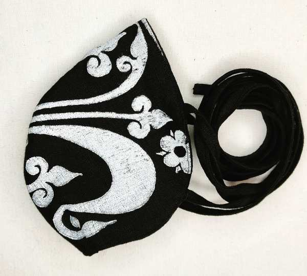 Black linen face mask with long ties and white 13th century fleur-de-lis print. New, pre-washed & breathable fabric, ready to wear and machine washable!