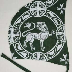Large 12th century lion coif / arming cap made from dark green 100% linen fabric. Hand printed with a hand carved 12th century inspired lion stamp. Pre-washed linen fabric, ready to wear and machine washable!