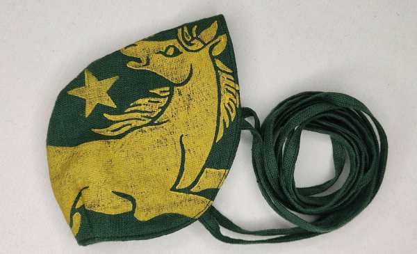Dark green linen face mask with long ties and yellow horse & star print. New, pre-washed & breathable fabric, ready to wear and machine washable!