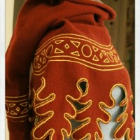 14th century hood with daggings, long liripipe & decorative chain stitch embroidery - revisited