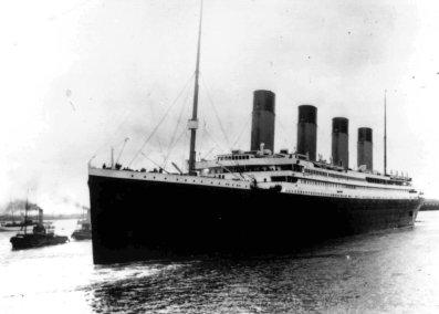 Slávny parník Titanic sa potopil na svojej prvej zaoceánskej plavbe.