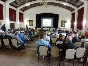 Na prezentáciu návrhov prišlo odhadom 150 ľudí, vrátane poslancov zastupiteľstva či predstaviteľov miestneho úradu.