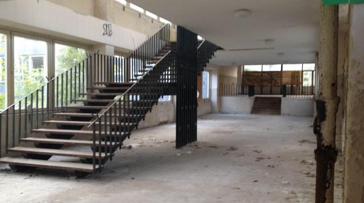 Základná škola Plickova Bratislava Rača opustená zdevastvaná