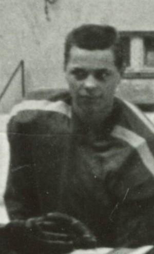 Štefan Dolinay, bývalý hokejista Lokomotívy Rača, našiel v archíve vzácne fotografie.