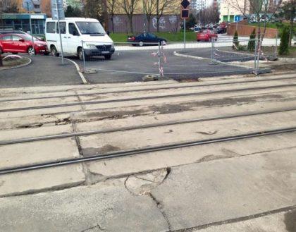 Príprava na prechod sa začala realizovať už dávnejšie. Po dokončení spojí prechod cez električkovú trať napojí Záhumenice na Puchovskú, aby sa vodiči vyhli vyťaženým úsekom na Detvianskej a Rustaveliho ulici.