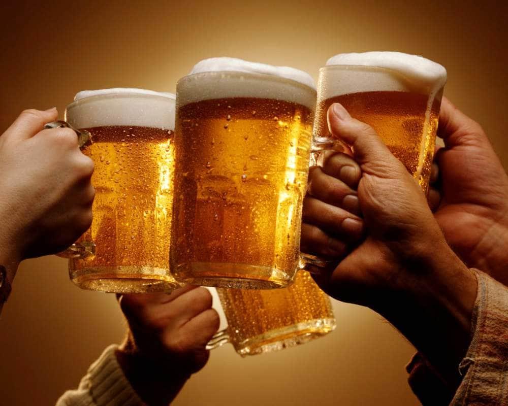 Birra a pasto per 9 italiani su 10, ma la filiera è a rischio