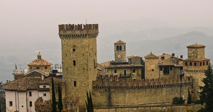 Borgo di Vigoleno la città nel cuore di un castello